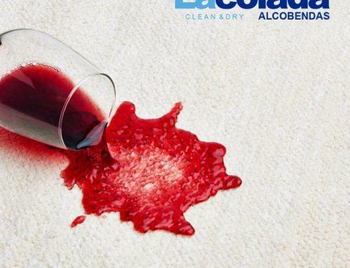 Elimina las manchas de vino en la ropa con 9 sencillos pasos